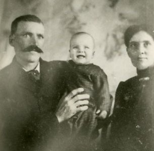 Oscar Lindgren Peterson & Atlanta (Adams) Peterson with one of their children.  Photo courtesy of Leola Foster.